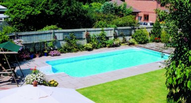 Kafko diy in ground swimming pool uk for Swimming pools for your garden